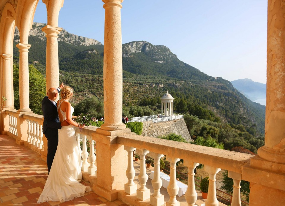 wedding couple on balcony