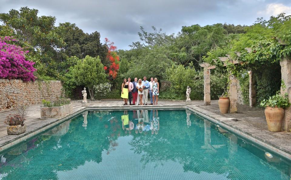family portrait y pool