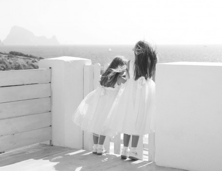 Girls by gate - Elixir Shore Club