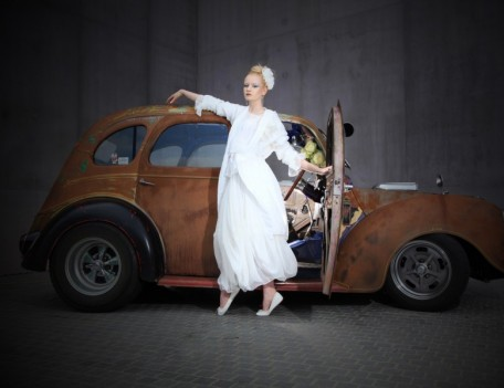 Bride with wedding car - Bridal Fashion