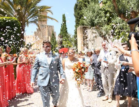 confetti throwing - Iglesia Nova – Valldemossa