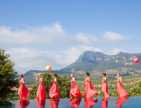 Bridesmaids and pool - Iglesia Nova – Valldemossa