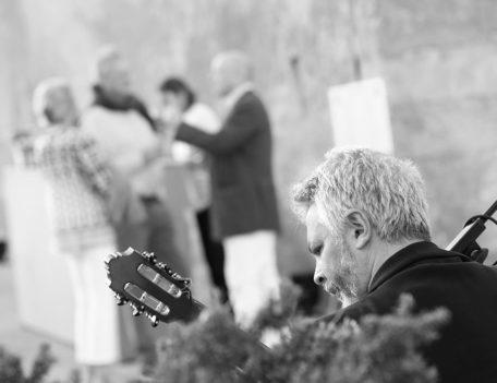 guitarist - Hotel Can Simoneta