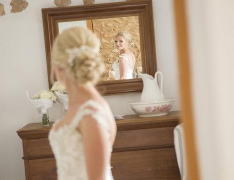 bride looking in mirror - Son Mir