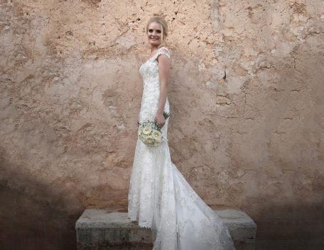 Bride on stone step - Son Mir