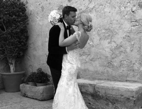 wedding couple kissing - Son Mir