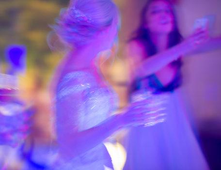 bride on dancefloor - Son Mir