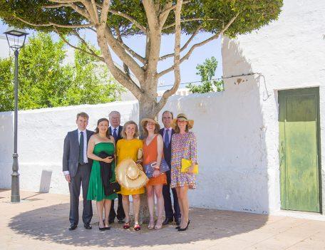 group under tree - Hotel Sant Joan de Binissaida