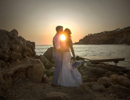 couple kiss with sunset - Elixir Shore Club