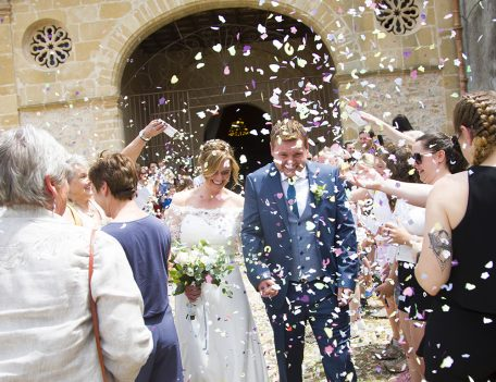 confetti throwing at a Mallorca wedding - Refugi de la Puig de Santa Maria