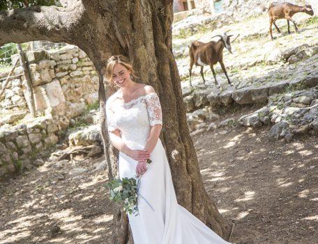 bride with goats - Refugi de la Puig de Santa Maria
